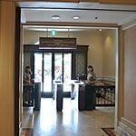 ホテルミラコスタ出入り口は宿泊者以外も利用できる!