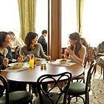 【ディズニーランド】おかわり自由でお得なレストラン!
